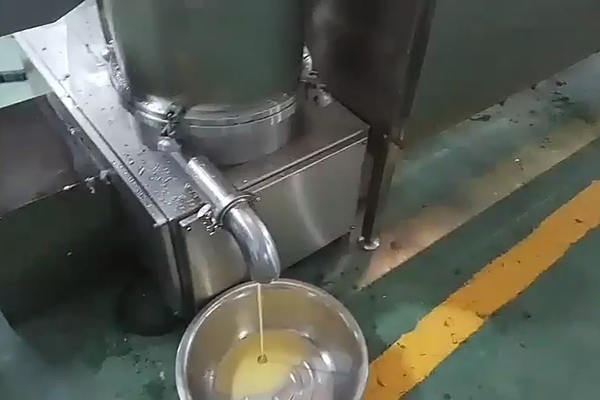 egg liquids flow out